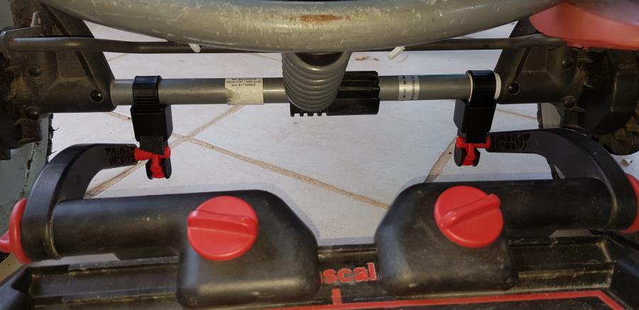 Fixation de la planche à poussette LASCAL Maxi