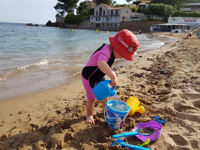 Ma fille à la plage du Pradon à Carqueiranne